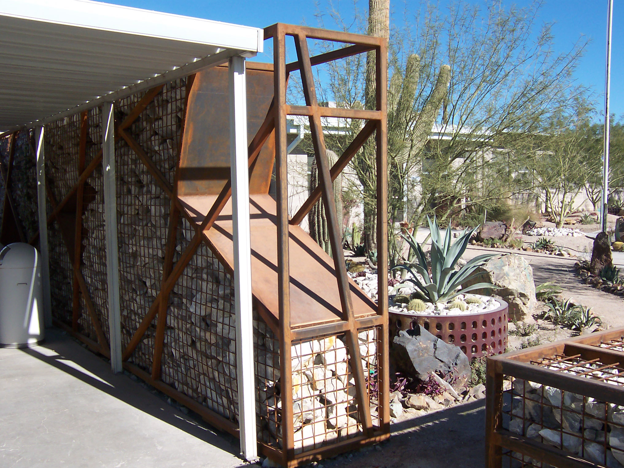 Metal Art Stone/Cage Wall
